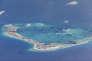 Des dragueurs chinois évoluent dans les eaux entourant le récif de Mischief, dans l'archipel disputé des Spratleys, en mer de Chine méridionale, le 21 mai 2015.