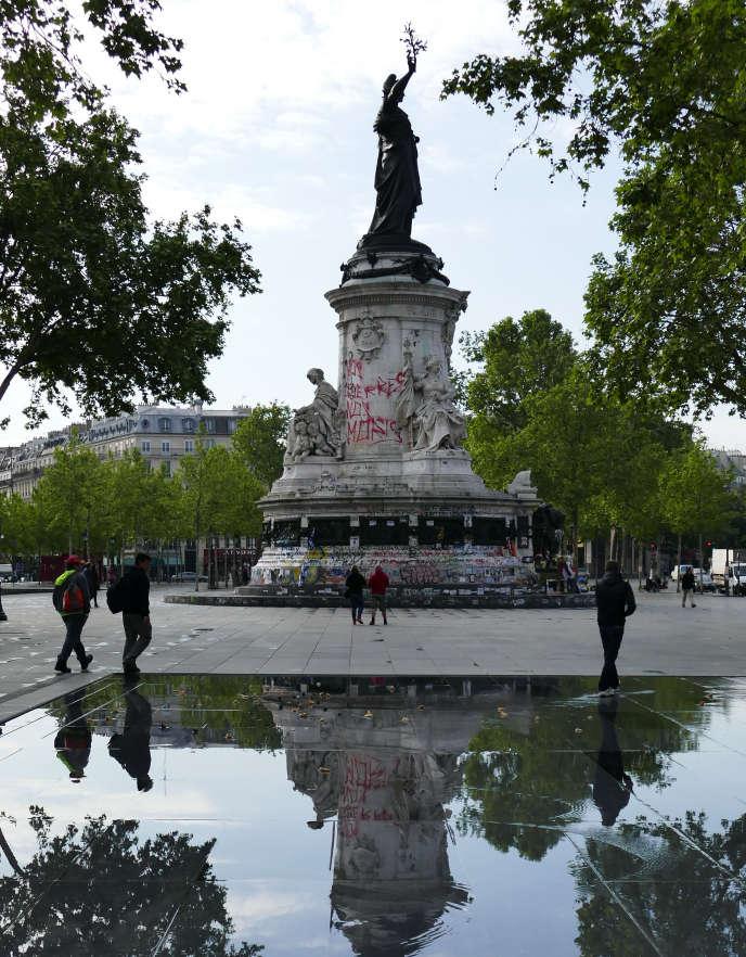 Sur la place de la République désertée, le 16 mai, à Paris.