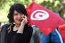 Une femme manifeste à Tunis le 14 janvier 2016 pour les cinq ans de la révolution de 2011.