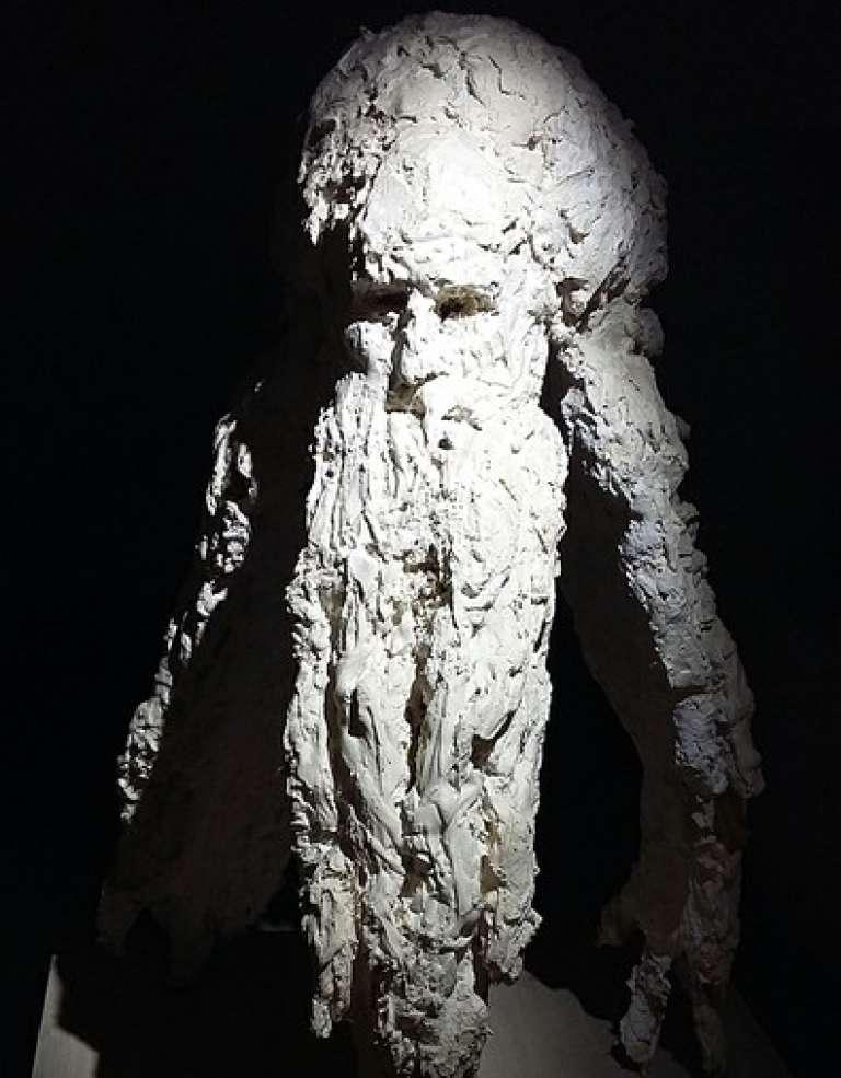 « Tête d'Amoi, sculpture en terre de Miquel Barcelo (1995).