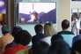 Des Sud-Coréens regardent les images d'un tir de missile balistique nord-coréen, à Séoul, le 9 juillet.