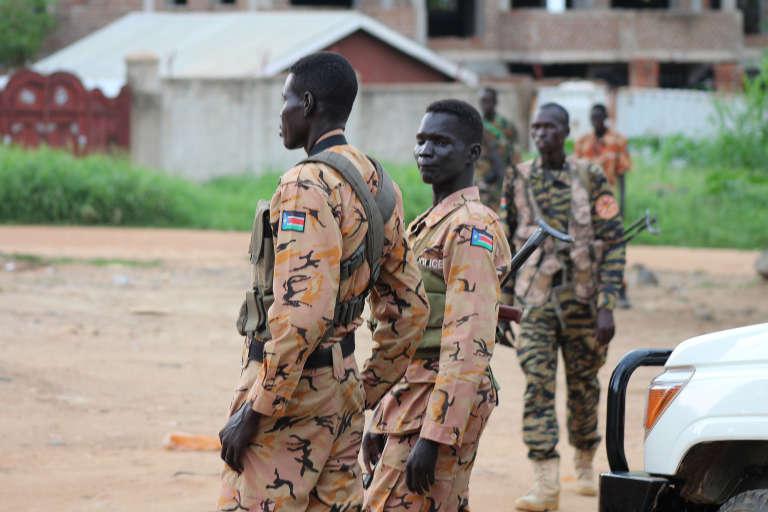 Des soldats sud-soudanais dans Juba, le 10 juillet 2016, après la reprise des combats dans la capitale.
