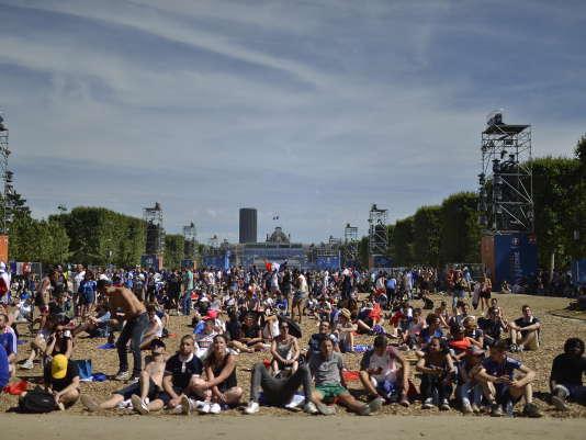 Le 10 juillet dans la Fan-zone, à Paris.