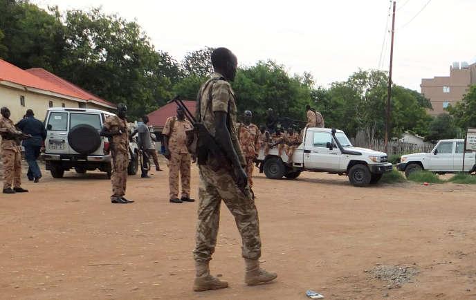 Des troupes loyalistes déployées dans la capitale du Soudan du Sud, Juba, dimanche 10 juillet.