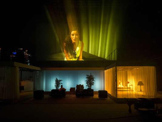 Noémie Gantier dans «2666», d'aprèsRoberto Bolaño à la FabricA, mis en scène par Julien Gosselin, à Avignon, le 6 juillet 2016.