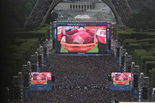 A la fan-zone du Champ-de-Mars, dimanche 10 juillet.