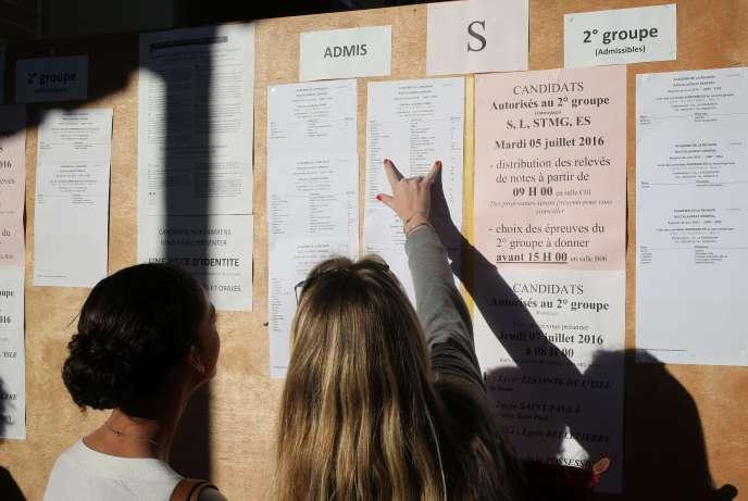 Resultats de la session 2016 du baccalauréat au lycée Moulin Joli de la Possession à la Réunion le 5 juillet.