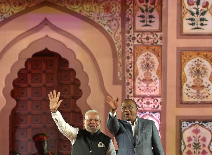 Visite d'Etat, de Narendra Modi, le premier ministre indien, au Kenya le 10 juillet. A ses côtés, le président kényan, Uhuru Kenyatta.
