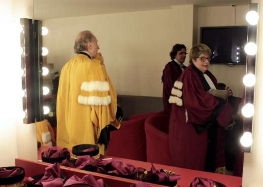 La robe de couleur «jonquille» pour les littéraires, le «rouge écarlate» pour les juristes, l'«amarante» pour les scientifiques, etc.