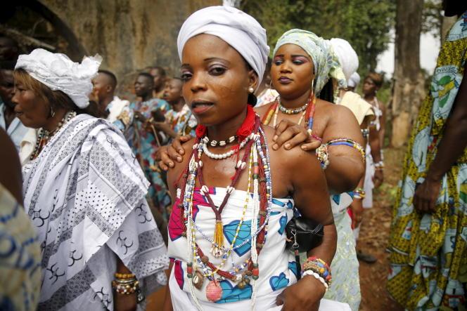 Festival vaudou de Ouidah, en janvier janvier. La ville est l'un des centres de cette religion, qui s'est étendue, par le commerce des esclaves, à Haïti ou au Brésil.