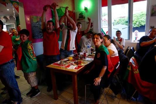 Au bar-restaurant La Grillade, à Saint-Maur-des-Fossés,ils étaient près de 300 à s'être rassemblés pour suivre la finale.