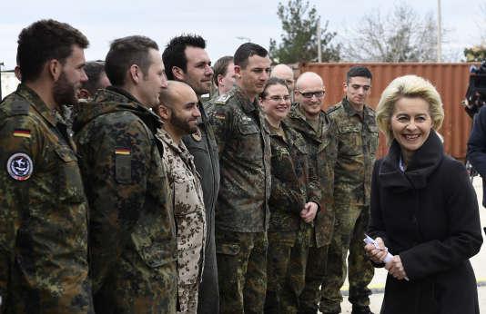 La ministre de la défense allemande, Ursula von der Leyen, sur la base aérienne de la Bundeswehr à Incirlik, en Turquie, le 21 janvier 2016.