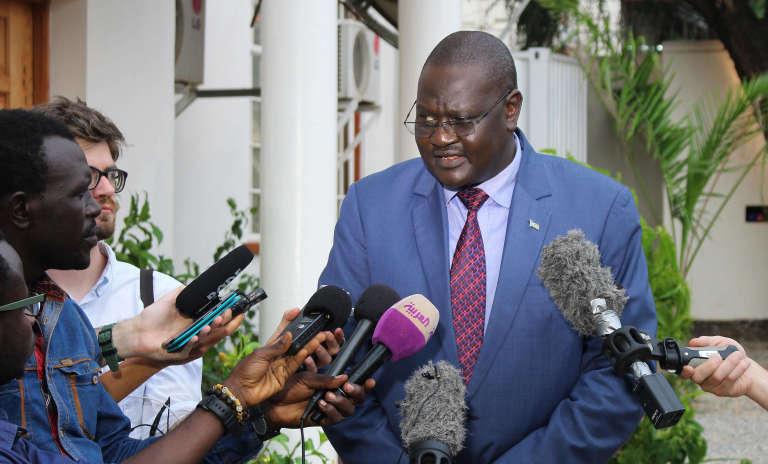 Le porte-parole du gouvernement sud-soudanais Ateny Wek Ateny s'adressant aux journalistes, le lundi 11 jullet.