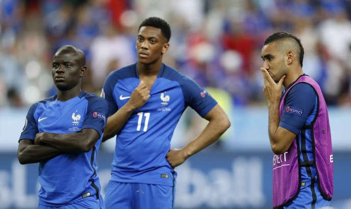 N'Golo Kante,Anthony Martial etDimitri Payet (de gauche à droite), dimanche 10 juillet au Stade de France, après la victoire (1-0) du Portugal en finale de l'Euro 2016.
