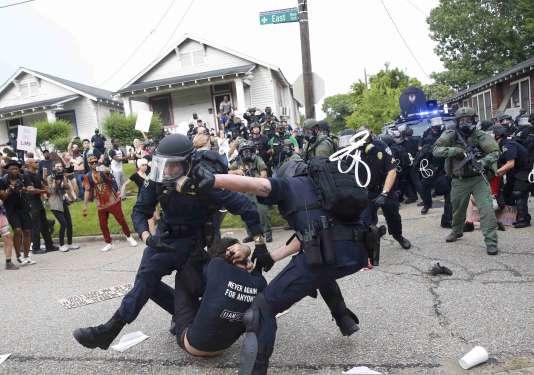 Les autorités locales estiment que les débordements à Bâton-Rouge sont d'abordle fait de manifestants venus d'autres Etats que la Louisane.