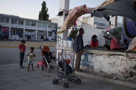 Cinquante-sept mille migrants sont bloqués en Grèce en raison de la fermeture des frontières de l'Union européenne.
