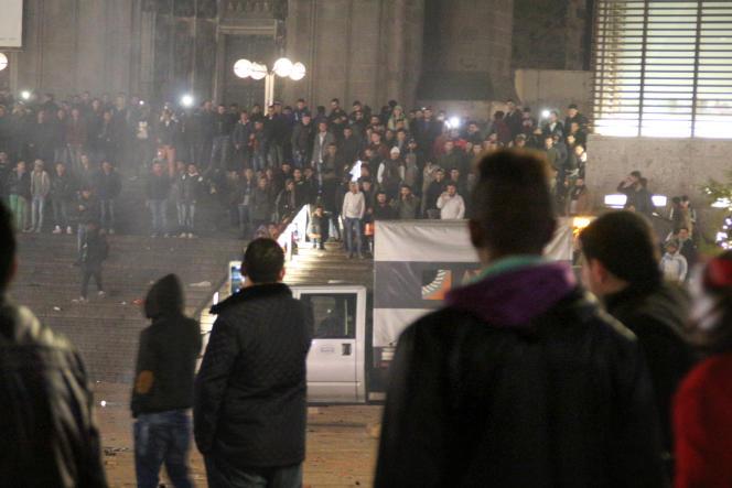 Devant la gare de Cologne, le 31 décembre 2015.