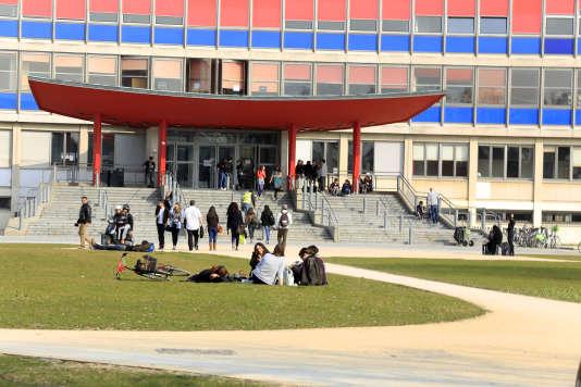 L'université de Strasbourg développe depuis 2012 l'évaluation continue intégrale dans ses licences.