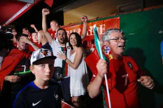 La victoire de ce 10 juillet vient pour beaucoup de supporteurs effacer le traumatisme de la finale perdue lors de l'Euro 2004 face à la Grèce.