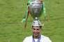Cristiano Ronaldo célèbre la victoire du Portugal à l'Euro 2016, le 10 juillet, à Saint-Denis.