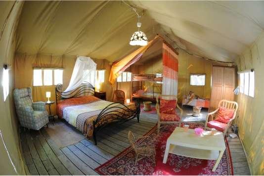 Des tentes safari de 50 m2, dans un esprit lodge.