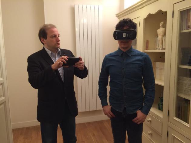 Au début de sa troisième séance de réalité virtuelle, Pablo se sent déjà plus en confiance au moment d'emprunter le métro.