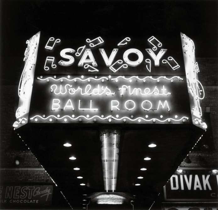 Début 1938, Billie et Ella se retrouvent toutes les deux à l'affiche d'une soirée au Savoy Ballroom. Une « battle of swing» historique.