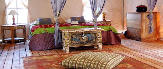 Chaque tente, d'inspiration indienne,est décorée avec soin.