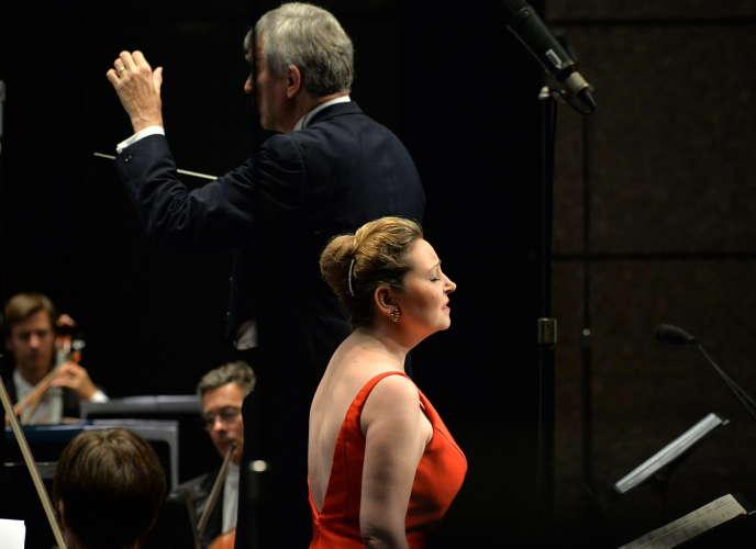 Karine Deshayes, mezzo-soprano et l'Orchestre national Montpellier Languedoc-Roussillon sous la direction de Michael Schønwandt, le 11 juillet au Corum, Montpellier.