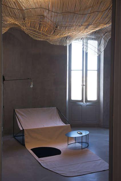 Le salon « Hélios», hommage à la sieste provençale, entre canisse et transat,imaginé par l'architecte d'intérieur Marine Gargon.