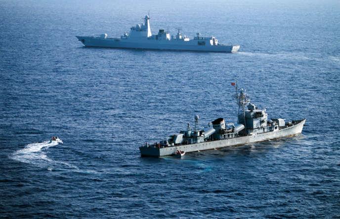 Des navires chinois en exercice en mer de Chine, en mai 2016.
