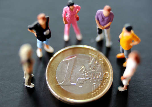 Rapportée à la richesse nationale, cette dette de l'ensemble des administrations publiques, mesurée selon les critères de Maastricht, atteint 97,6 % du produit intérieur brut.