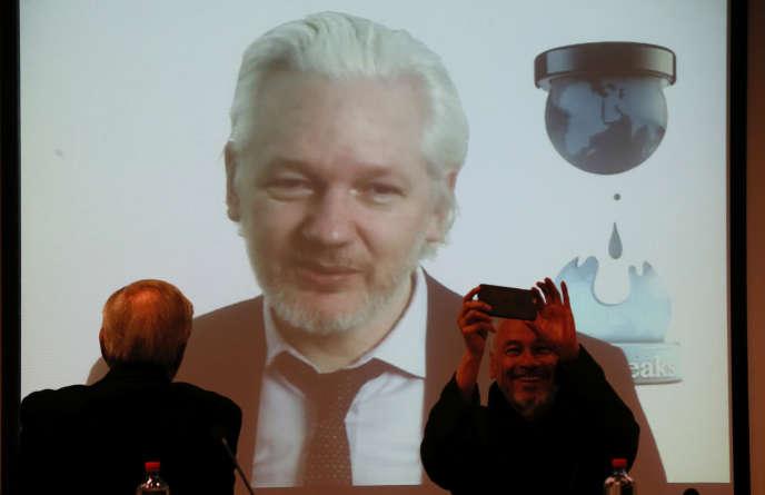 Julian Assange, lors d'une visioconférence en juillet 2016.