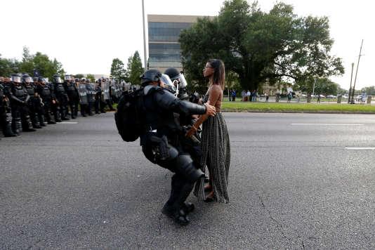 La manifestante Ieshia Evans est arrêtée à Baton Rouge, en Louisiane, le 9 juillet 2016.