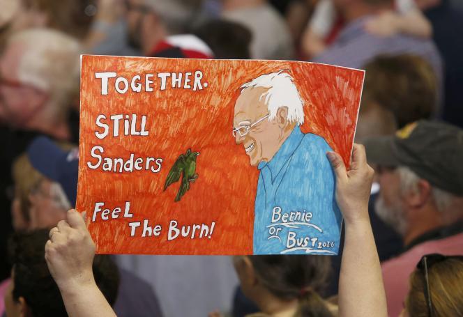Un partisan de Bernie Sanders lors du premier meeting commun de Bernie Sanders avec Hillary Clinton à Portsmouth ( New Hampshire) le 12 juillet 2016.