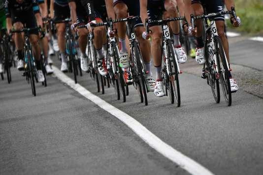 Le peloton durant la 10eétape du Tour de France, mardi 12juillet, entre Escaldes-Engordany et Revel.