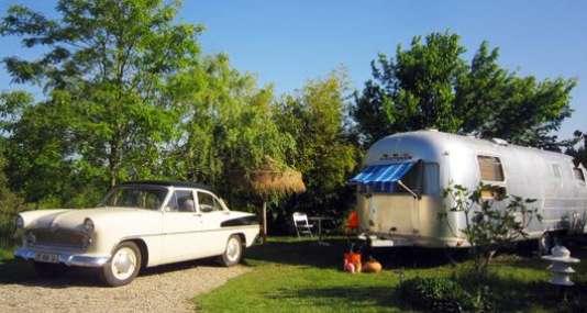 Caravane airstream et voiture de collection... L'Amérique !