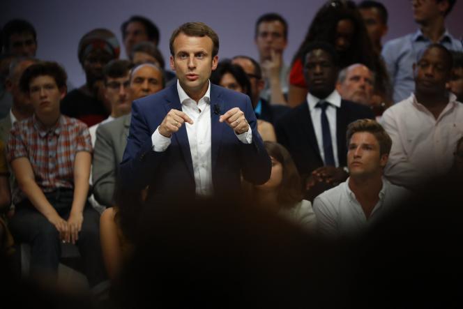 Emmanuel Macron, alors ministre de l'économie, lors de son meeting de précandidature à la Mutualité, le 12 juillet 2016.