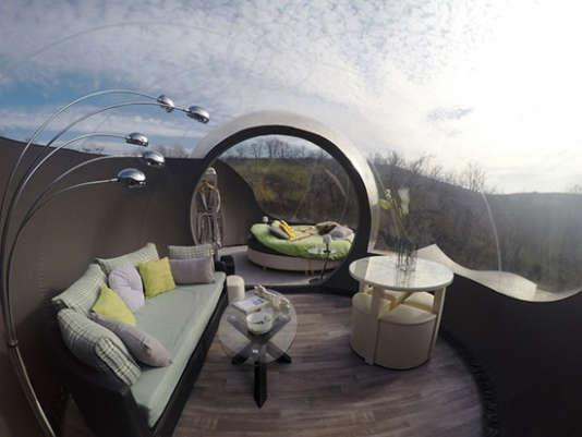 La bulle Suite (4 personnes) et son drôle de lit rond.