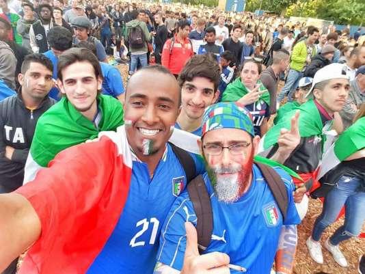 A la fan-zone, Fadi affiche les couleurs de l'équipe italienne.
