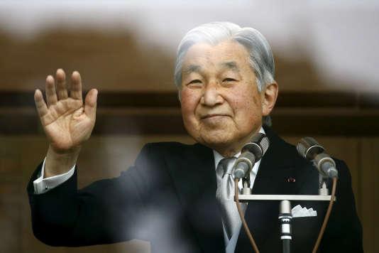 Si elle était officialisée, l'abdication d'Akihito serait la premièredepuis celle, en 1817, de l'empereur Kokaku (1771-1840), son ancêtre en ligne directe.