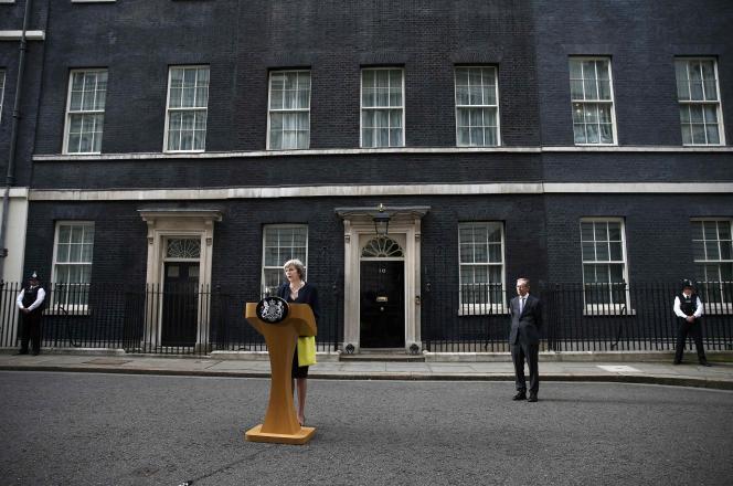 La première ministre, Theresa May, devant le 10 Downing Street.