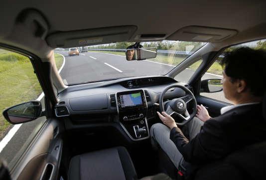 Une voiture autonome testée sur les routes de Ykosuka, au Japon.
