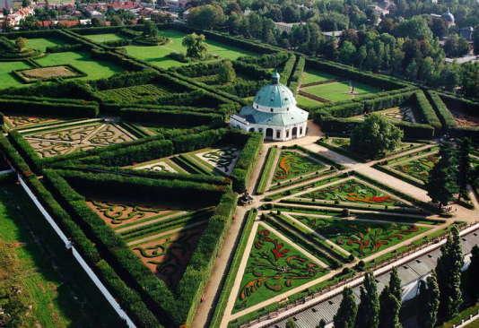 Une géométrie parfaite règne dans ce parc de 64 hectares.