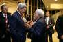 Le secrétaire d'Etat américain, John Kerry (à gauche), s'entretient avec son homologue iranien, Mohammad Javad Zarif, à Vienne (Autriche), le 16 janvier.