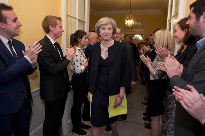 Theresa May et son mari Philip à l'arrivée au 10 Downing Street, à Londres, le 13 juin 2016.