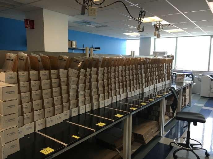 La salle d'expédition d'Addgene, à Cambridge (Massachusetts), qui distribue dans le monde entier des outils moléculaires d'édition des génomes.