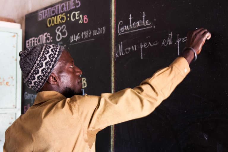 Mamadou Diédhou dans sa classe.