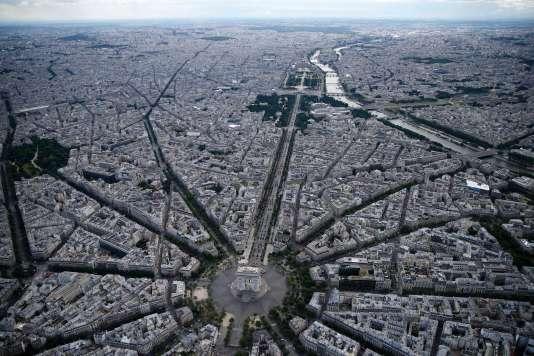 Un syndic facture désormais au minimum 4085 euros pour gérer une copropriété à Paris.