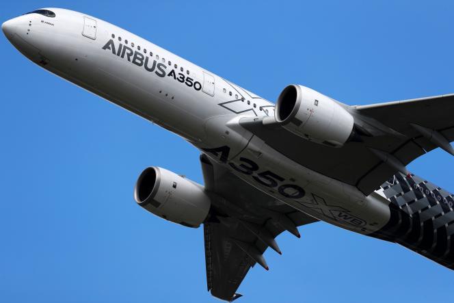 Un Airbus A350 dans le ciel londonien, le 14juillet.
